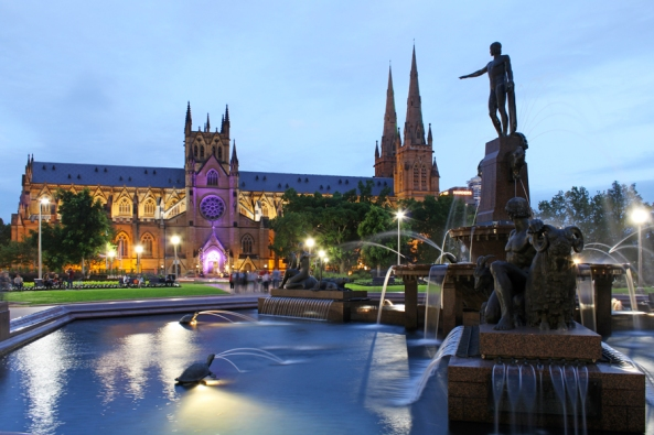 Hyde Park + St. Mary's Cathedral (Sydney)