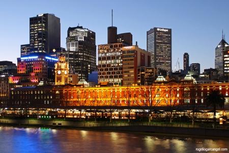 Flinders Street Station & Yarra River