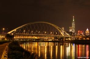 Rainbow Riverside Park & 2nd MacArthur Bridge (Taipei)